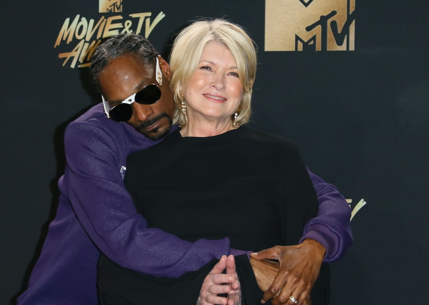 """Martha Stewart and Snoop Dogg Recreate the Iconic Scene from """"Titanic"""" in New Trailer for Their Show"""