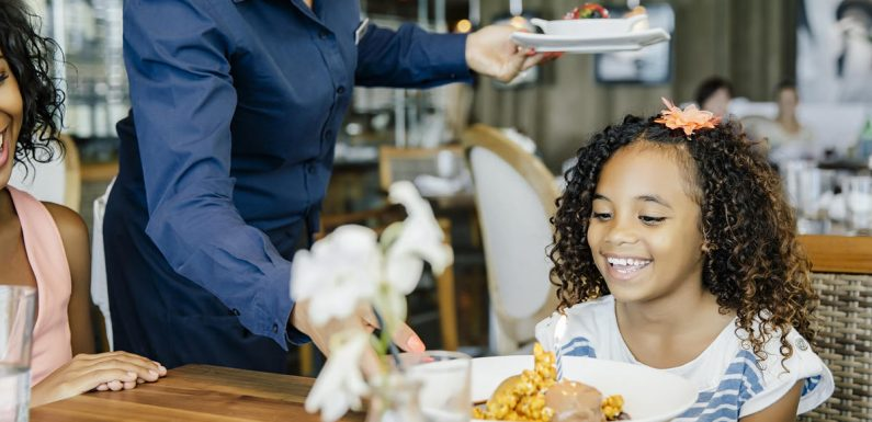 """10 """"Polite"""" Things You Do at Restaurants That Are Actually Quite Rude"""