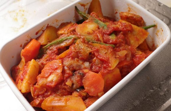 Braised to Pork berry and sweet potato with tomato