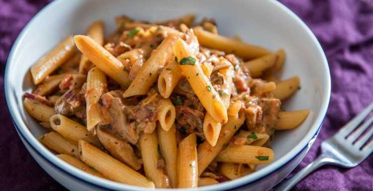 Penne Boscaiola (Woodsman-Style Pasta With Mushrooms and Bacon) Recipe
