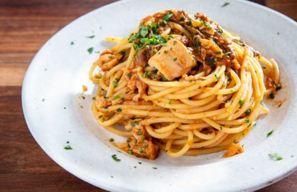 Roman-Style Spaghetti Alla Carrettiera (Tomato, Tuna, and Mushroom Pasta) Recipe