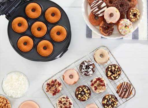 Dash's Adorable Mini Donut Machine Makes The Sweetest Gift