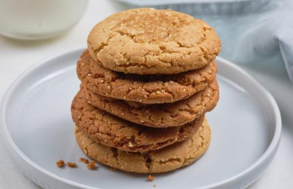 25 Perfect Peanut Butter Cookies